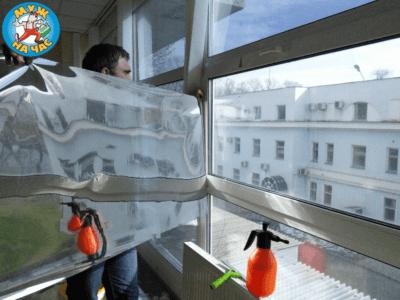 Поклейка бронированной пленки на стекло